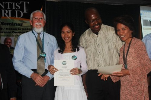 receiving my great souvenir, the certificate :) at my right are Roy Adams, Associate Editor of Adventist World and Adventist Review, and Mrs. Lilibeth Casel, the Philanthropic Director of the Adventist University of the Philippines (she's now the PR Director as well)