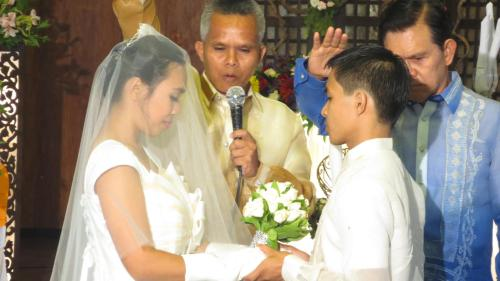 """Make Us One"" Pastor Lemuel Fadriquela (our former district Pastor in Pinamalayan SDA Church) solemnize the wedding with Dr. Armand Fabella (uncle of the bride, former AUP President)"