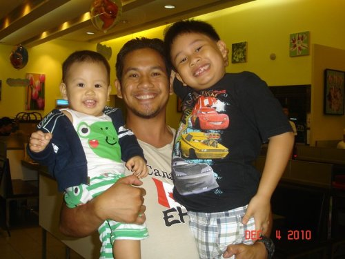 So happy together! Dad & Sons' bonding