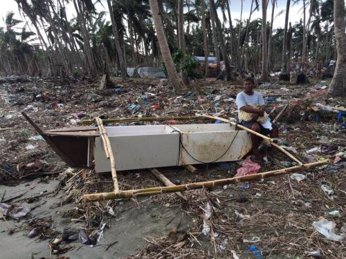 Fishermen are spared from the possible hazards of the sea with this improvised boat (refrigerator).