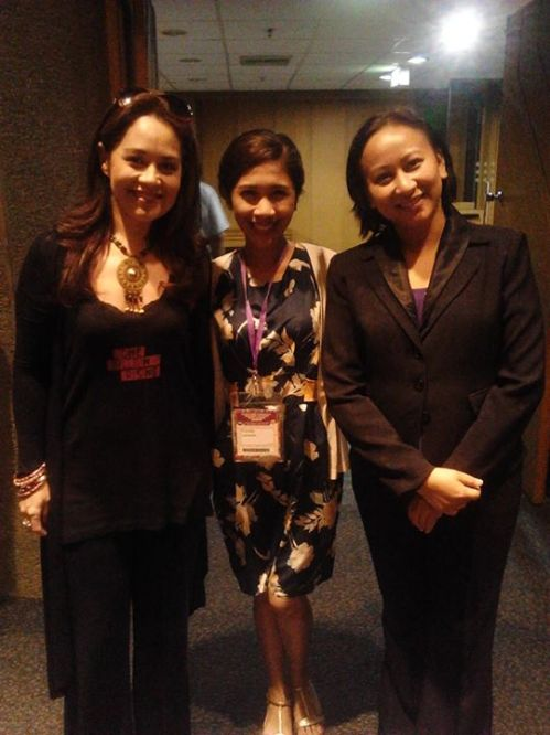 Unexpected! sandwiched by too 'beauty and brains', Ms. Monique Wilson, the world-renown Broadway artist, and Ms. Myrel de Castro, one of the organizers.